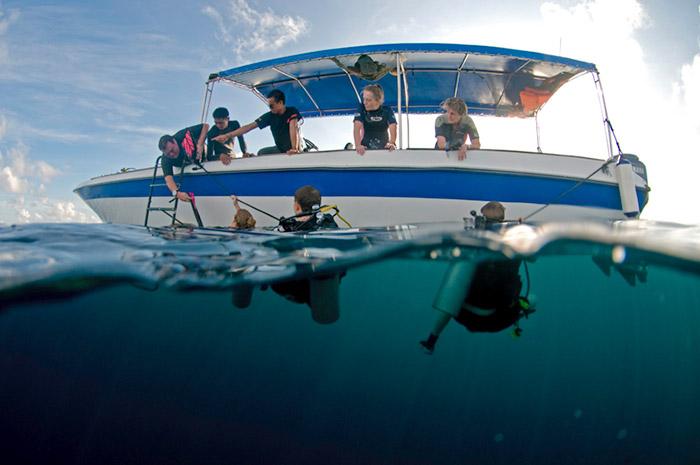 padi-boat-diver-specialty-sipadan
