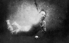 World's First Underwater Photo