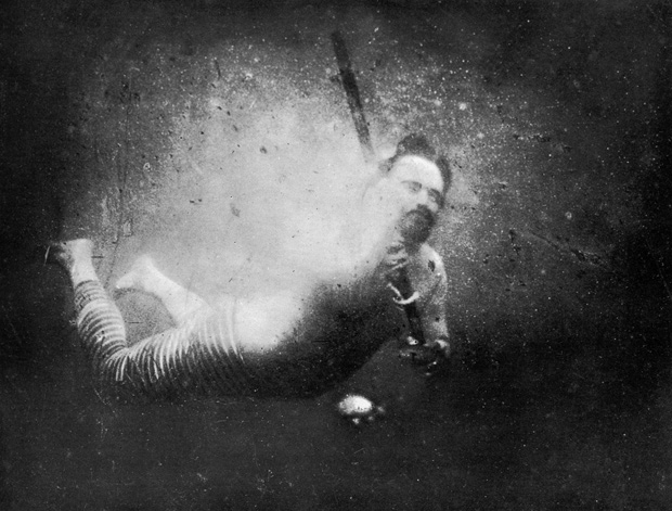 World's First Underwater Photo