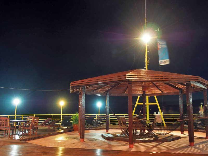 Seaventures Dive Rig - Sipadan - Malaysia - Facilities on Seaventures - Sun Deck